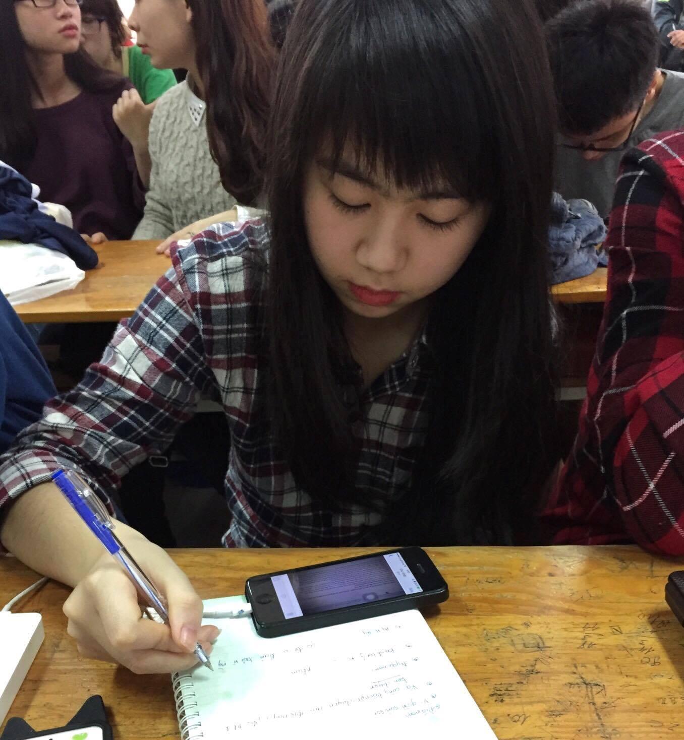 """Câu chuyện tự học tiếng Anh của Phương – cô học sinh gặp phải các vấn đề nan giải với môn tiếng Anh mà vẫn học cực đỉnh nhờ 1 tình huống """"trớ trêu""""!"""