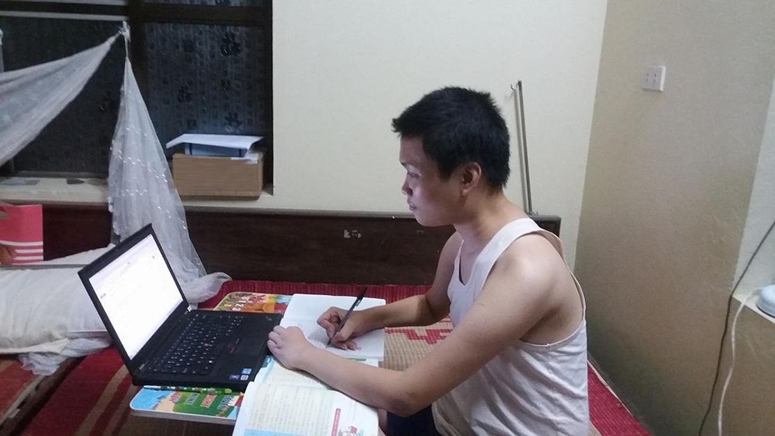 """Chàng trai mắc bệnh Loạn Dưỡng Cơ có ước mơ trở thành Blogger như """"dượng"""" Tony buổi sáng"""